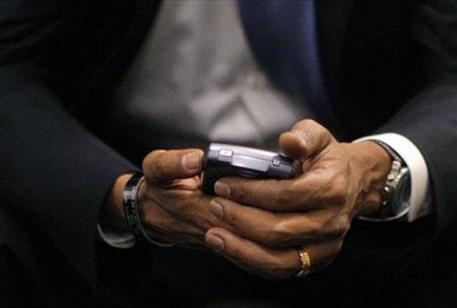 http://techtickerblog.com/wp-content/uploads/2009/01/obama-blackberry.jpg