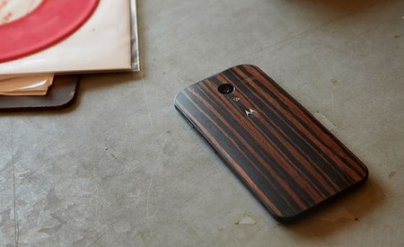 Moto X Walnut finish