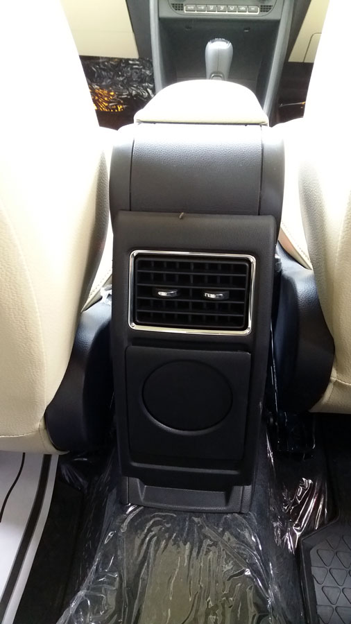 Climate control AC with rear AC vent